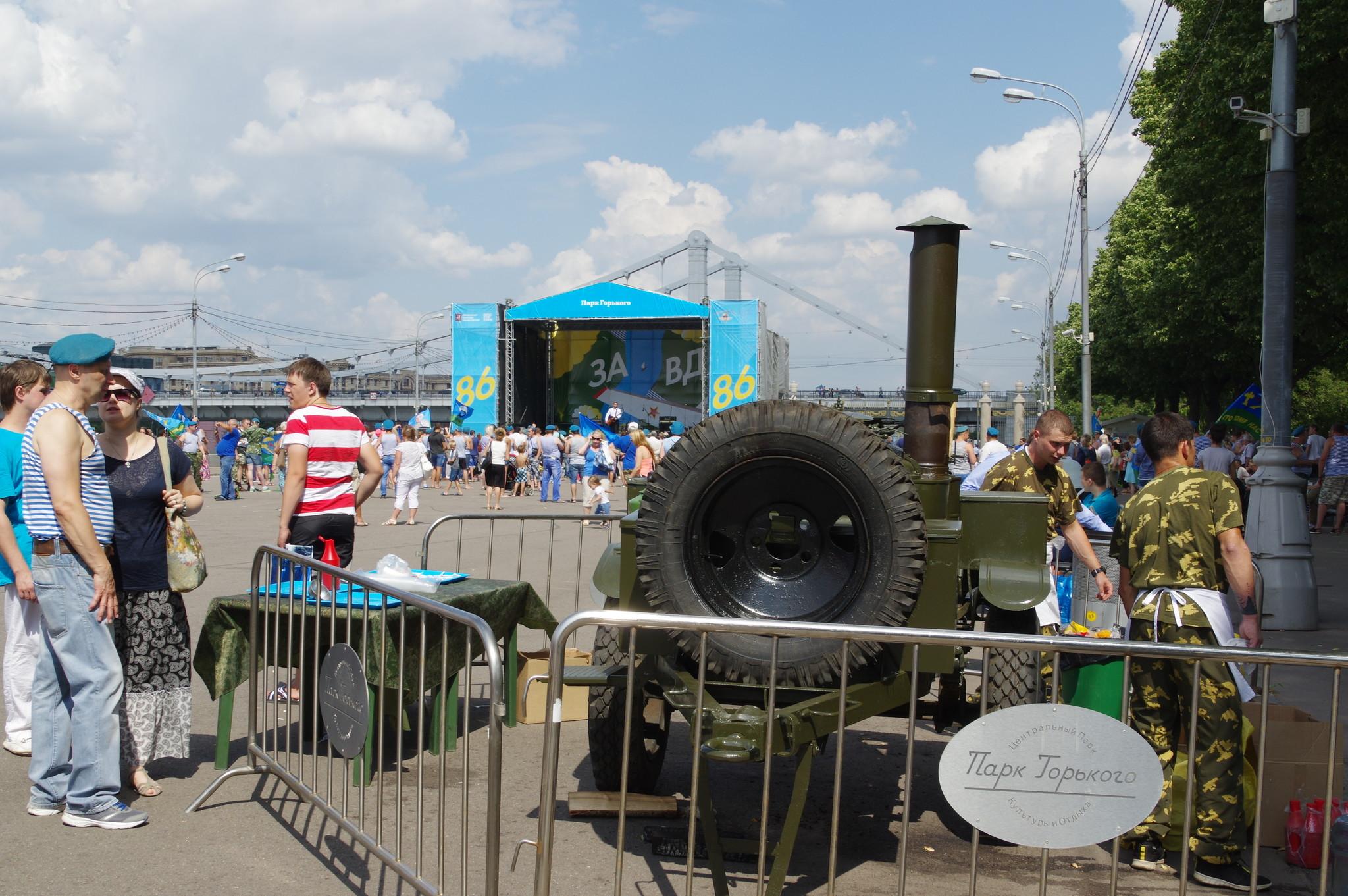 День воздушно-десантных войск. Полевая кухня в Парке Горького