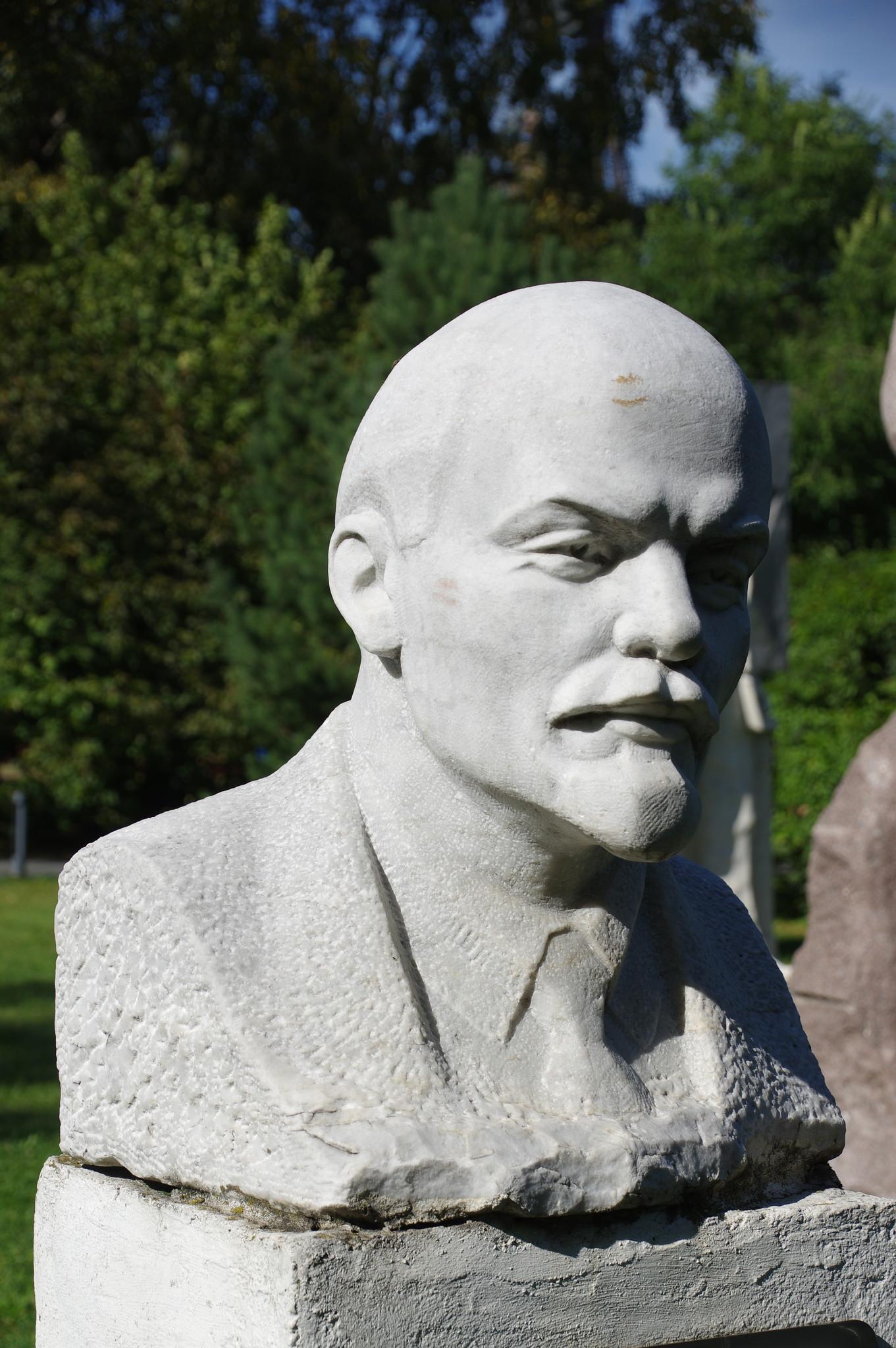 Портрет В.И. Ленина. Бичуков А.А. 1981 г. Мрамор. Парк искусств «Музеон»