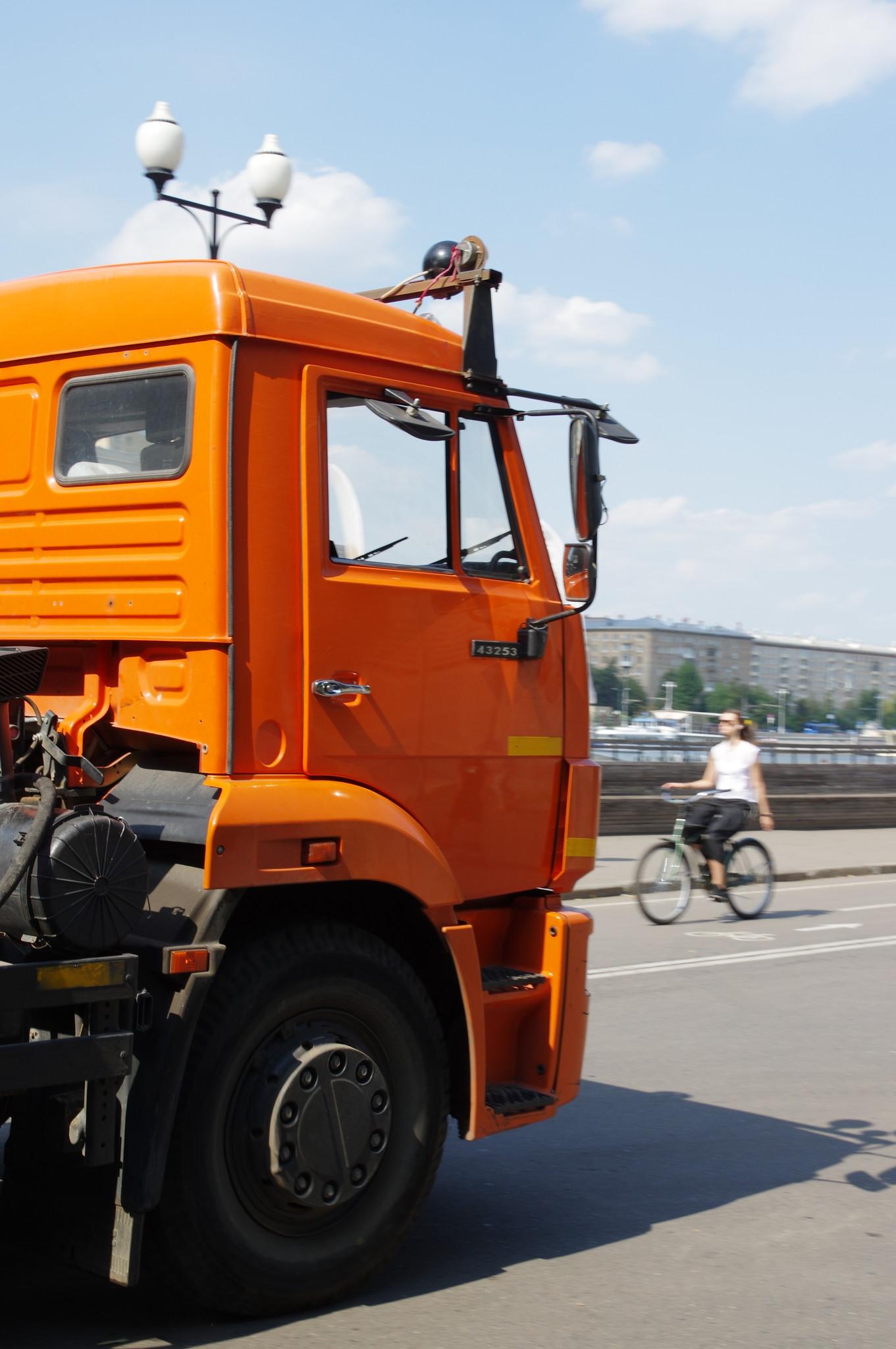 Автомобиль КамАЗ-43253 в ЦПКиО им. М. Горького