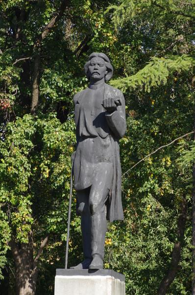 Памятник Максиму Горькому был установлен в 1974 году в Парке Горького. Скульптор - Н.Б. Никогосян, архитектор - Р.И. Симмерджиев