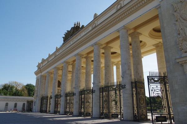 Центральный парк культуры и отдыха имени Горького (улица Крымский Вал, 9)