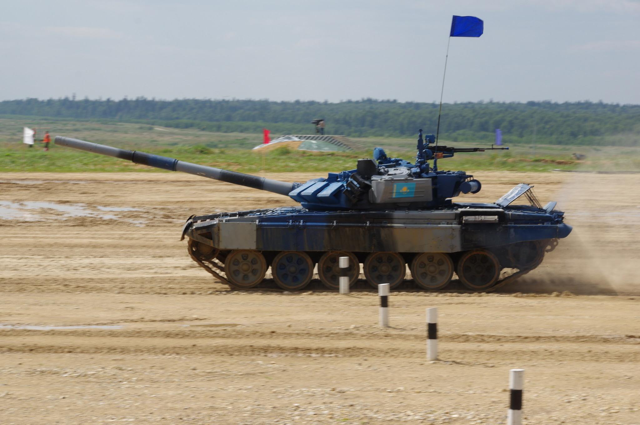 В заезде участвует экипаж из Казахстана на боевом танке Т-72Б3