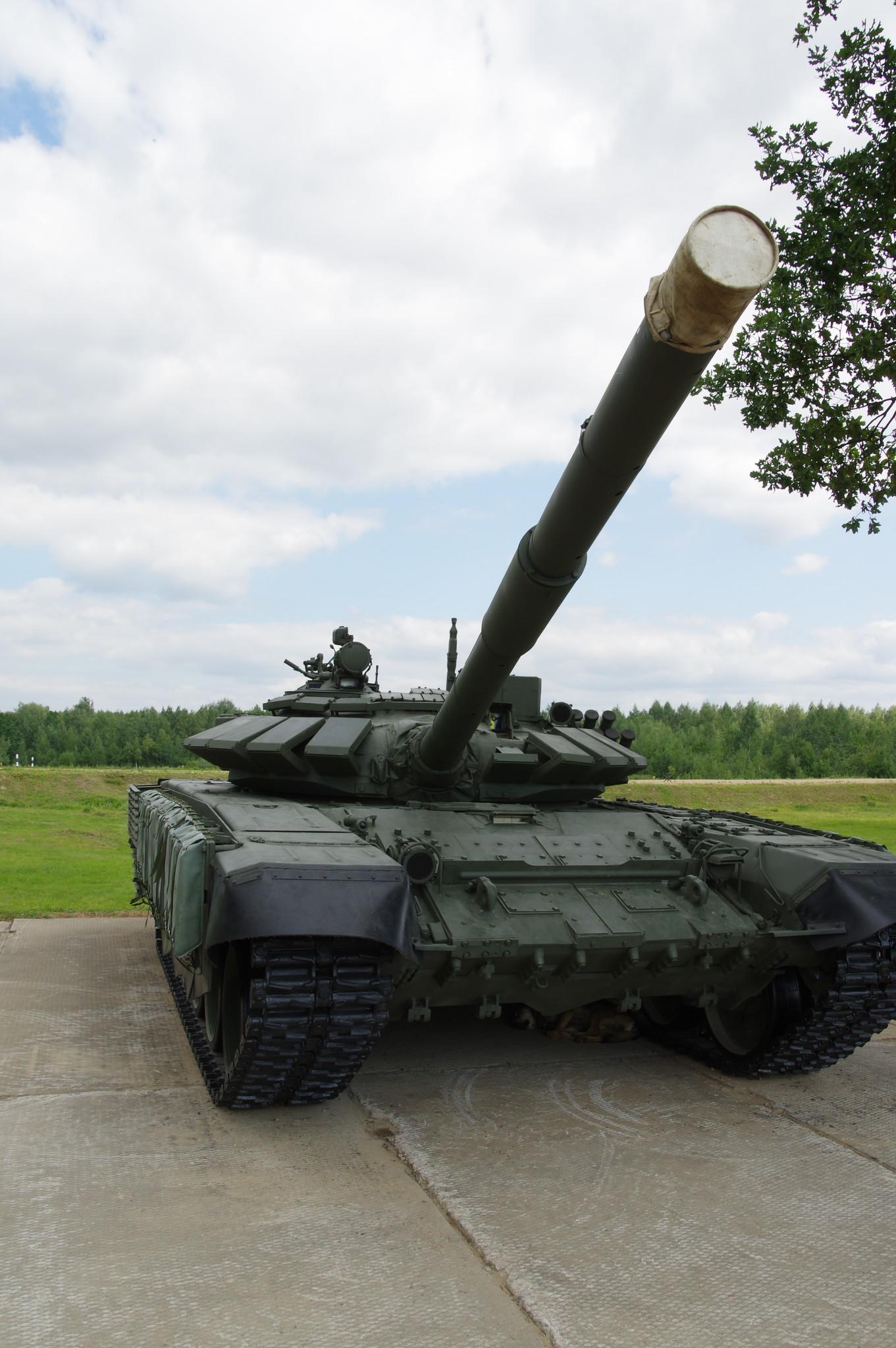 Основной боевой танк Т-72Б3 с дополнительной защитой