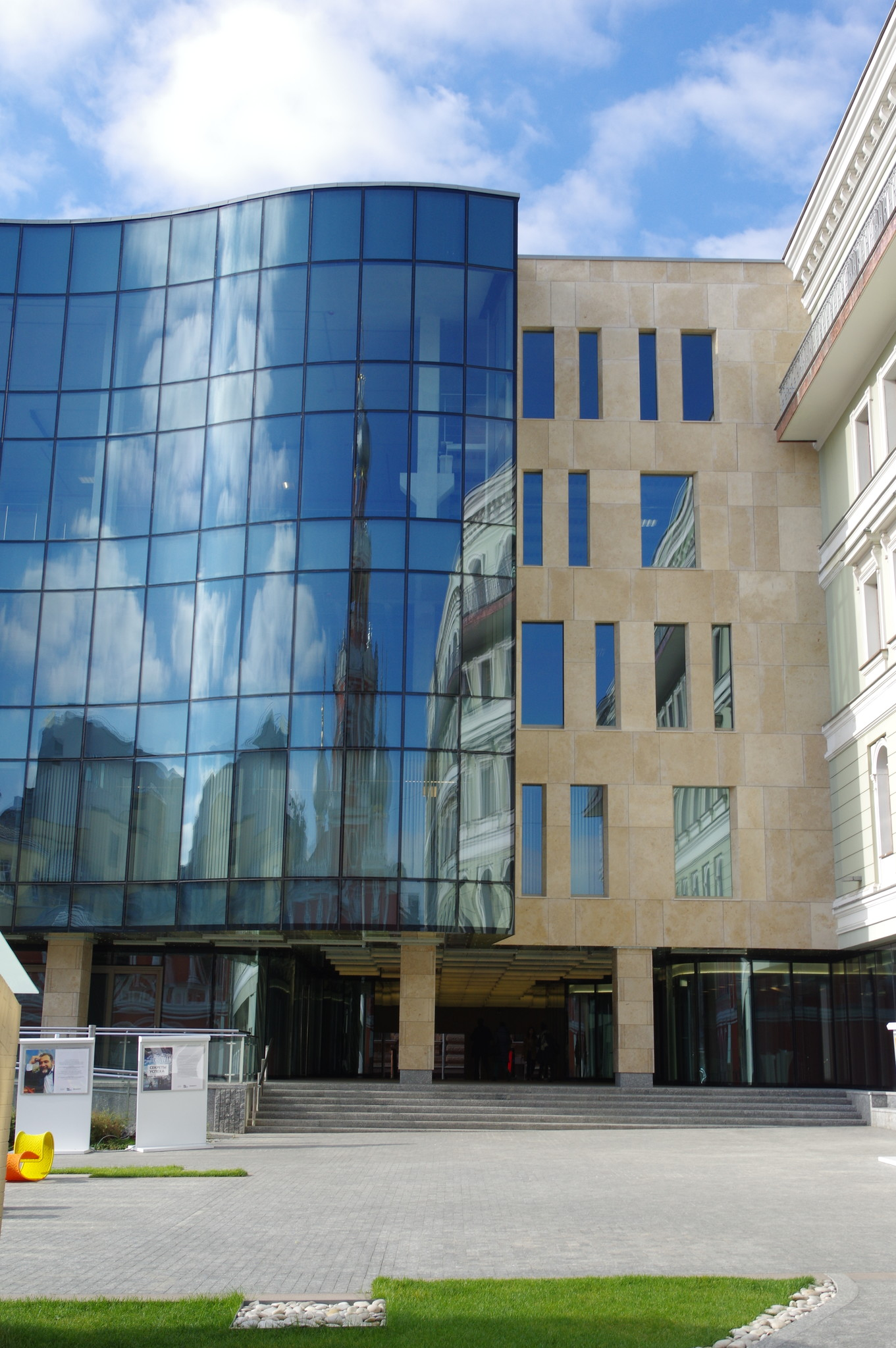 Бизнес Центр «Романов Двор-3» (Романов переулок, дом 2, строение 1)