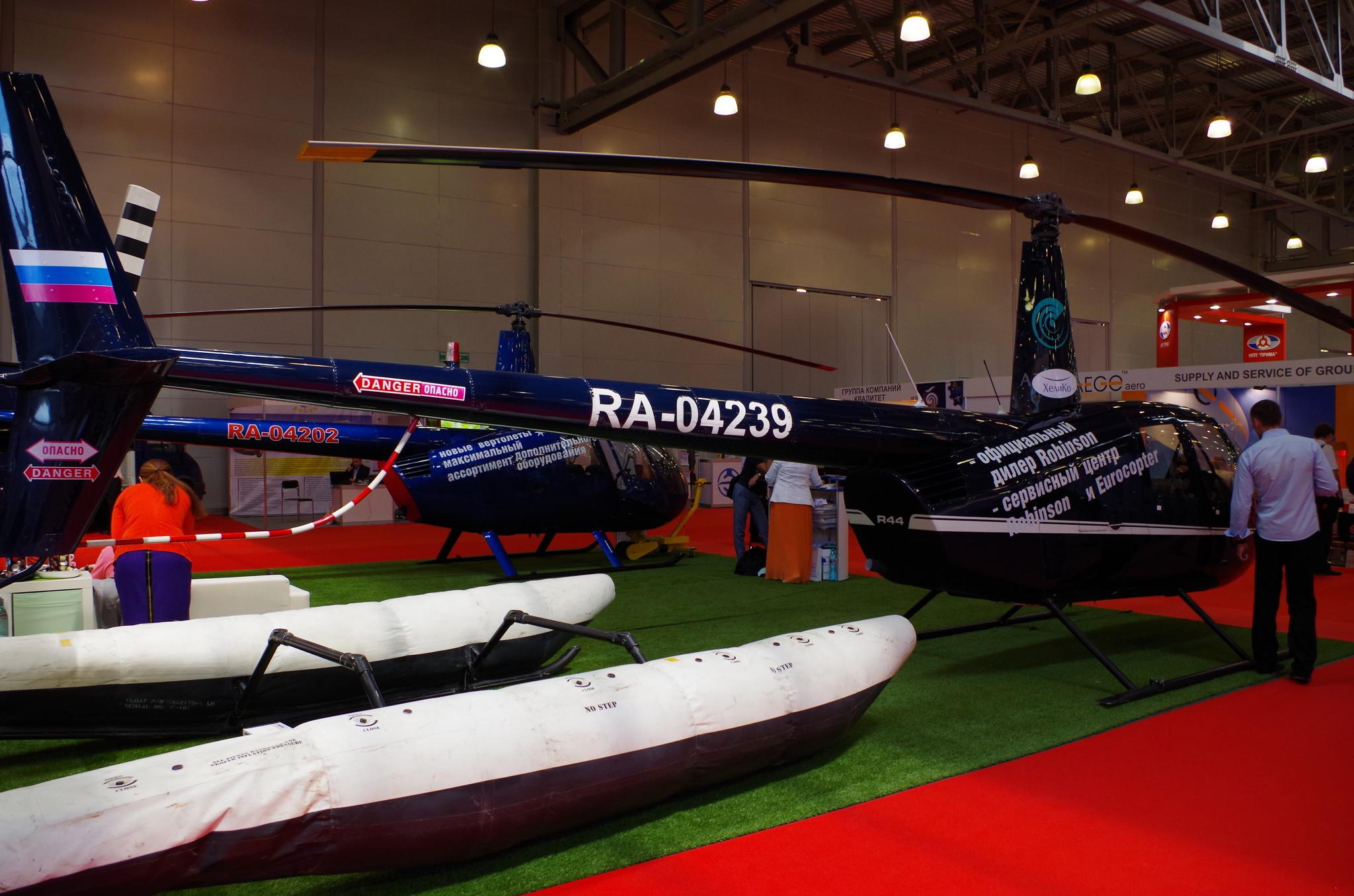 Лёгкий вертолёт Robinson R44 (RA-04239)