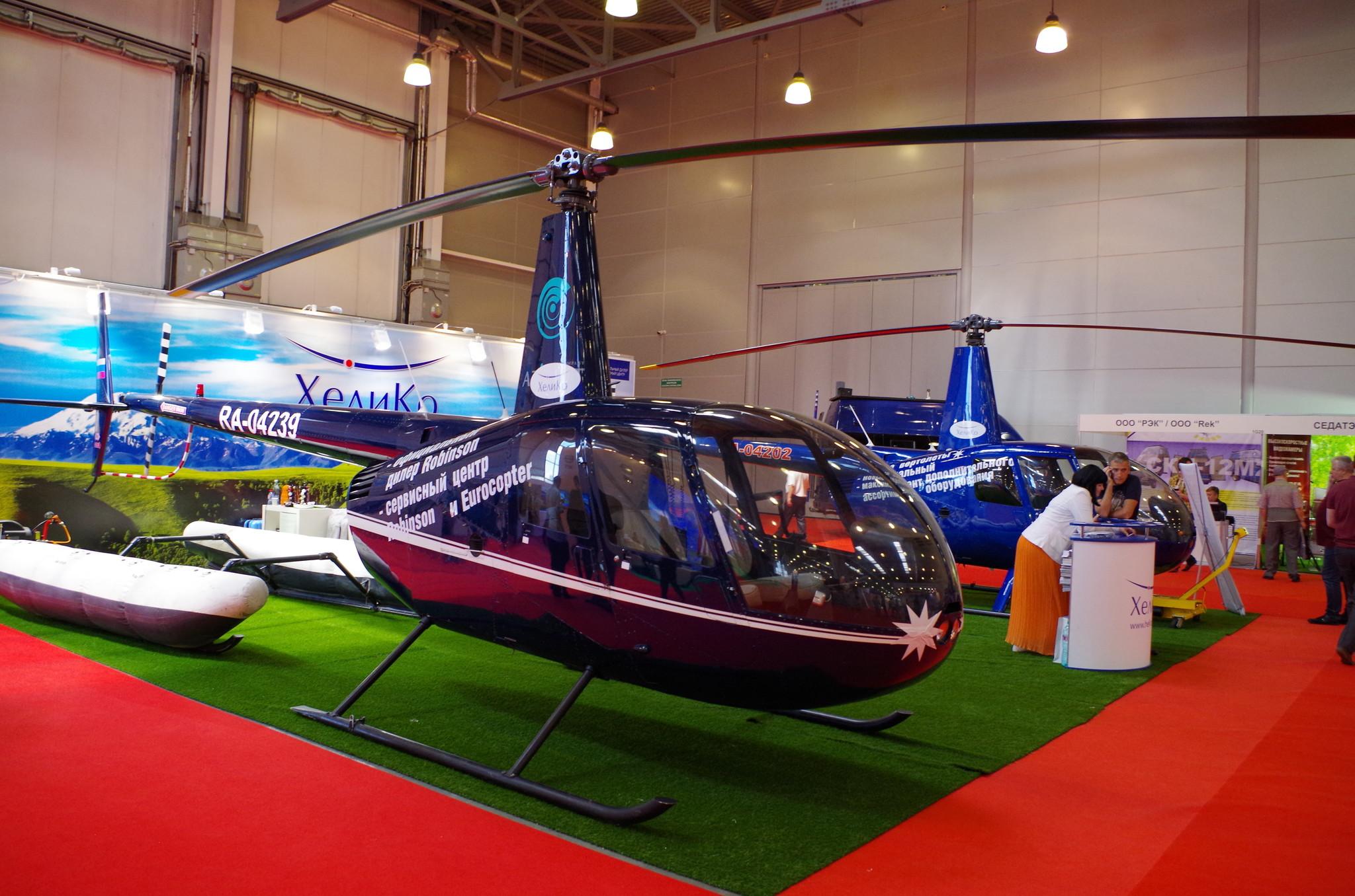 Лёгкие вертолёты Robinson R44 (RA-04239 и RA-04202)