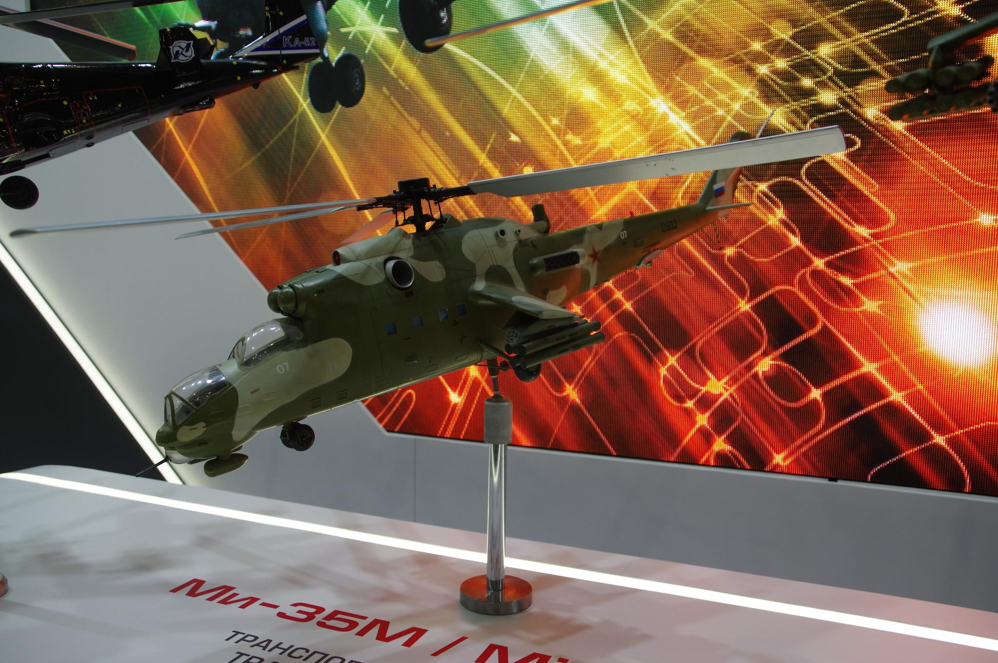 Модель транспортно-боевого вертолёта Ми-35М