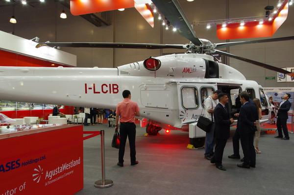 Вертолёт AgustaWestland/Leonardo-Finmeccanica AW189 (регистрация I-LCIB, серийный номер 49021, машина принадлежит лизинговой компании LCI Helicopters) в экспозиции выставки HeliRussia 2015. Москва, 22 мая 2015 года