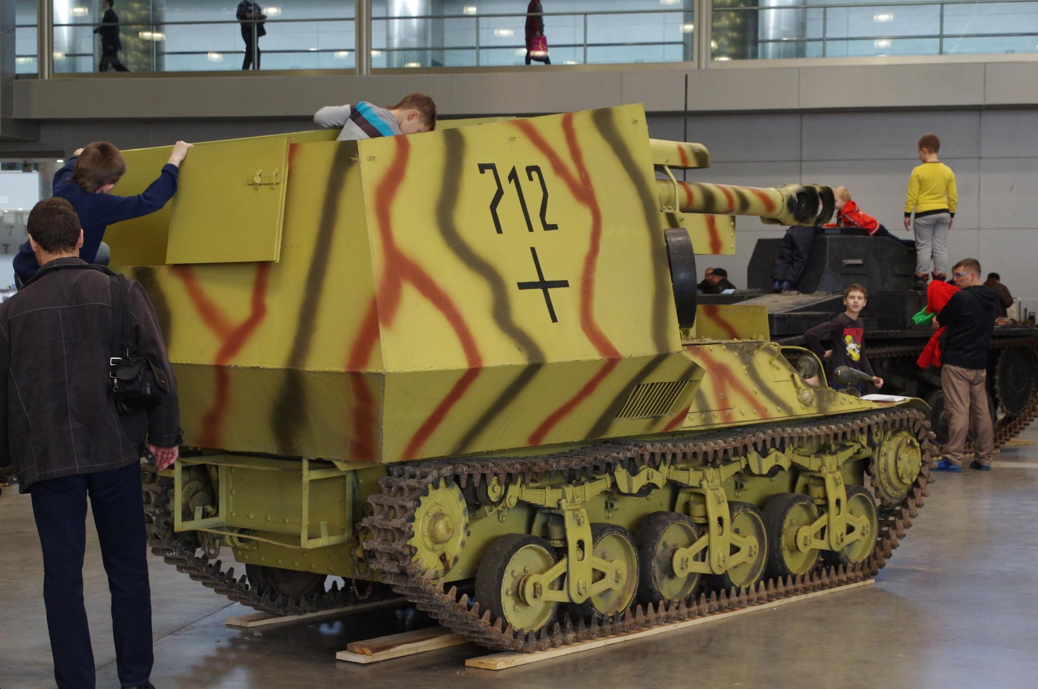 САУ 10,5 cm LeFH 18-4 auf Geschutzwagen Lr.S. (f) Alkett (Германия) на выставке «Моторы войны»