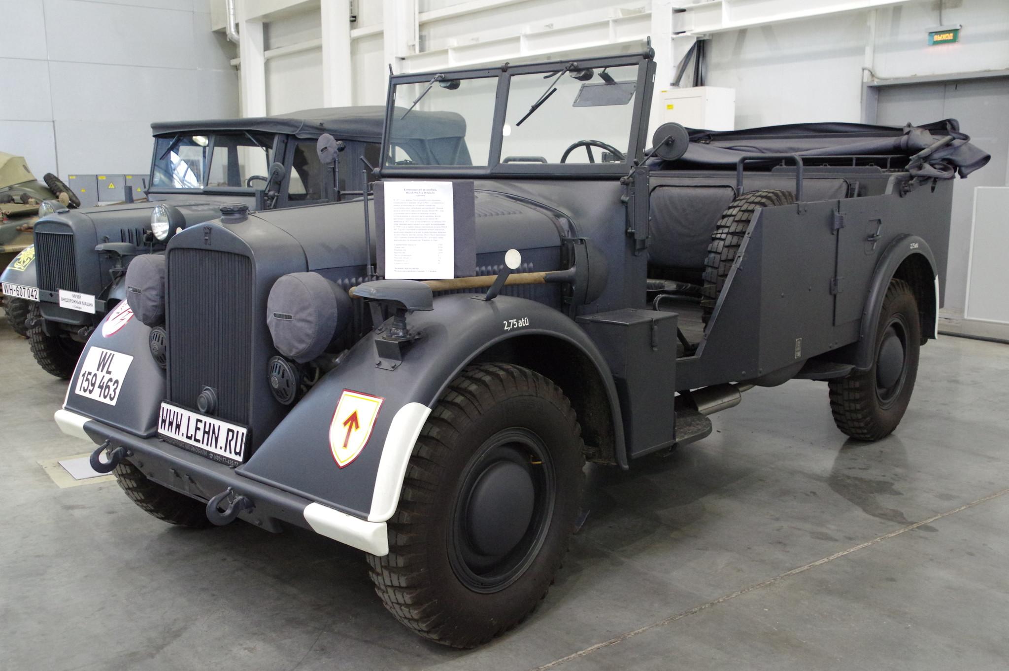 Командирский автомобиль Horch 901 Typ 40 Kfz.16