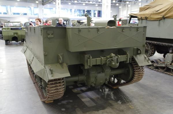 Universal Carrier (в переводе с англ. «Универсальный транспортёр») — британский лёгкий многоцелевой бронетранспортёр