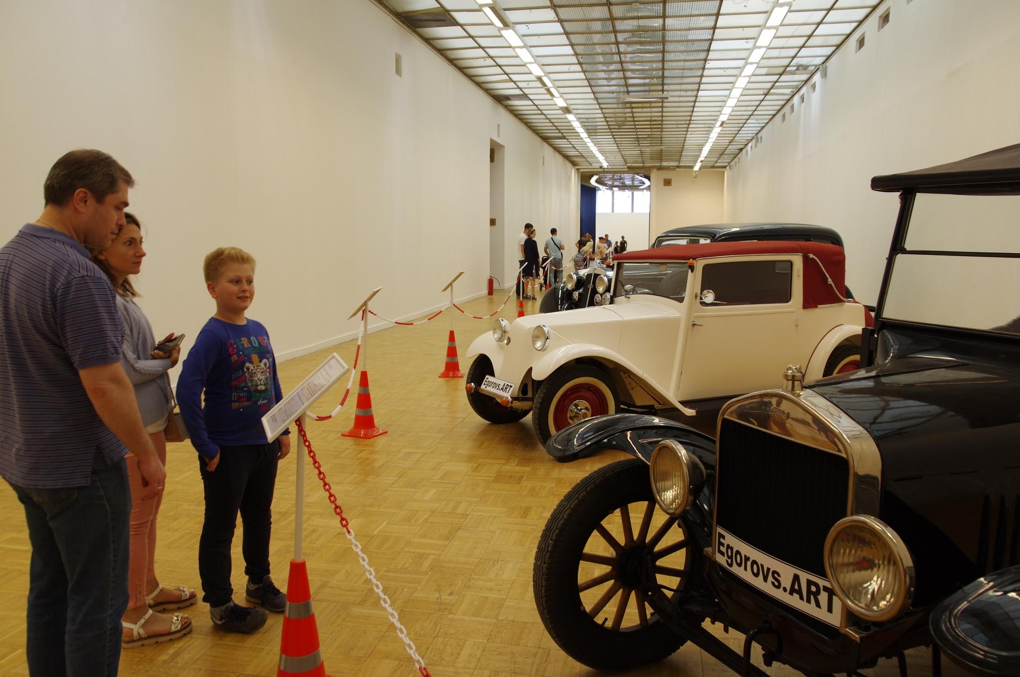 Выставка-аукцион «Редкие автомобили» в ЦДХ на Крымском валу