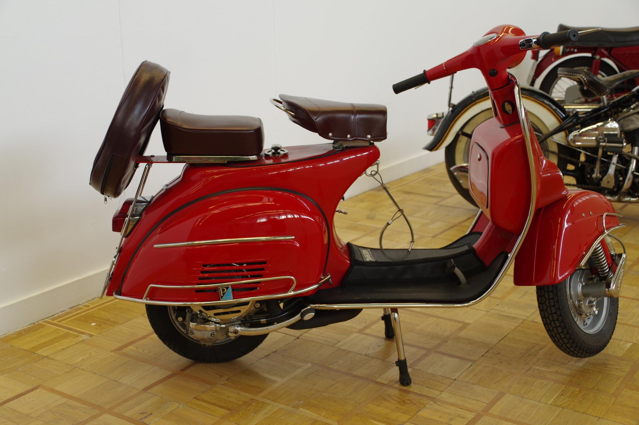 Мотороллер Vespa 150 Super 1966 года выпуска