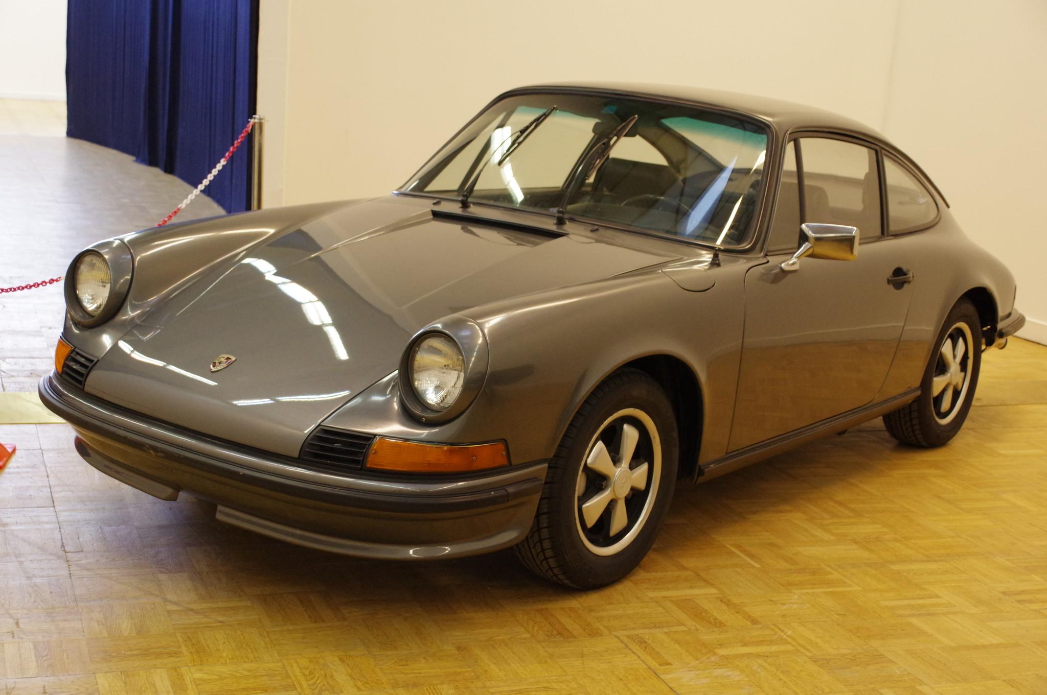 Автомобиль Porsche 911T 1969 года