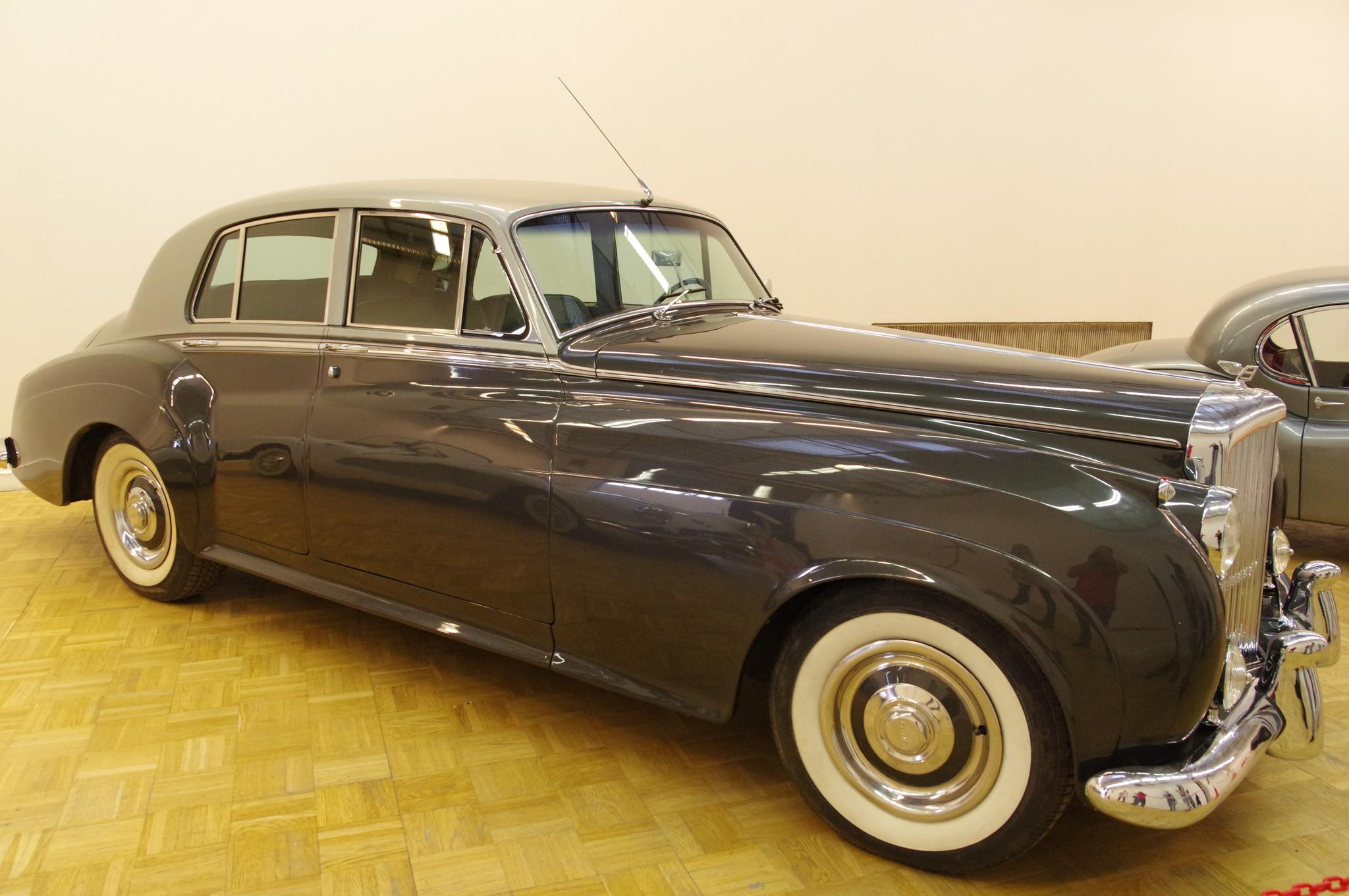 Автомобиль Bentley S1