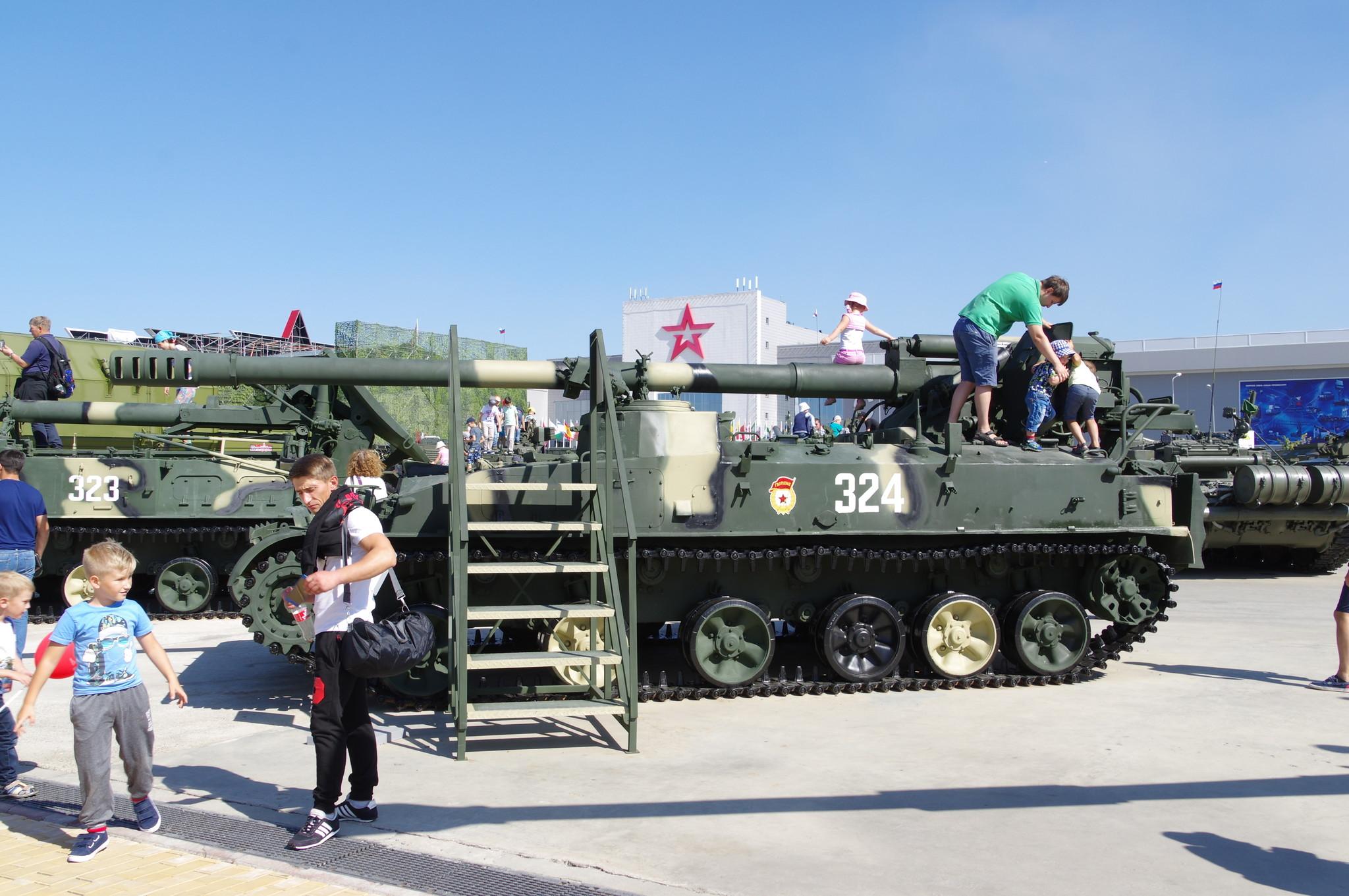152-мм армейская самоходная пушка 2С5 «Гиацинт-С» в экспозиции парка «Патриот»