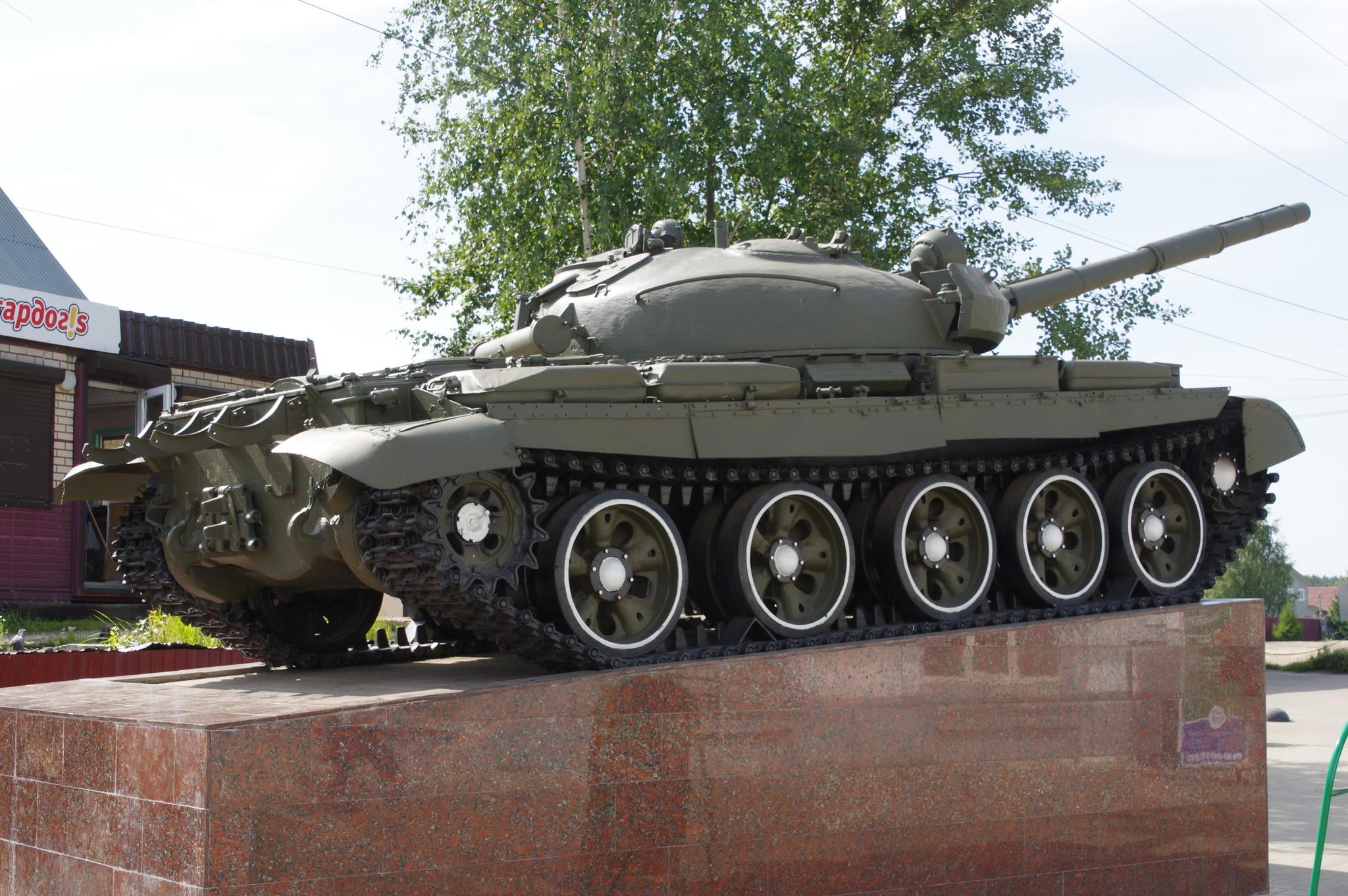 Памятник средний танк Т-62М в Кубинке