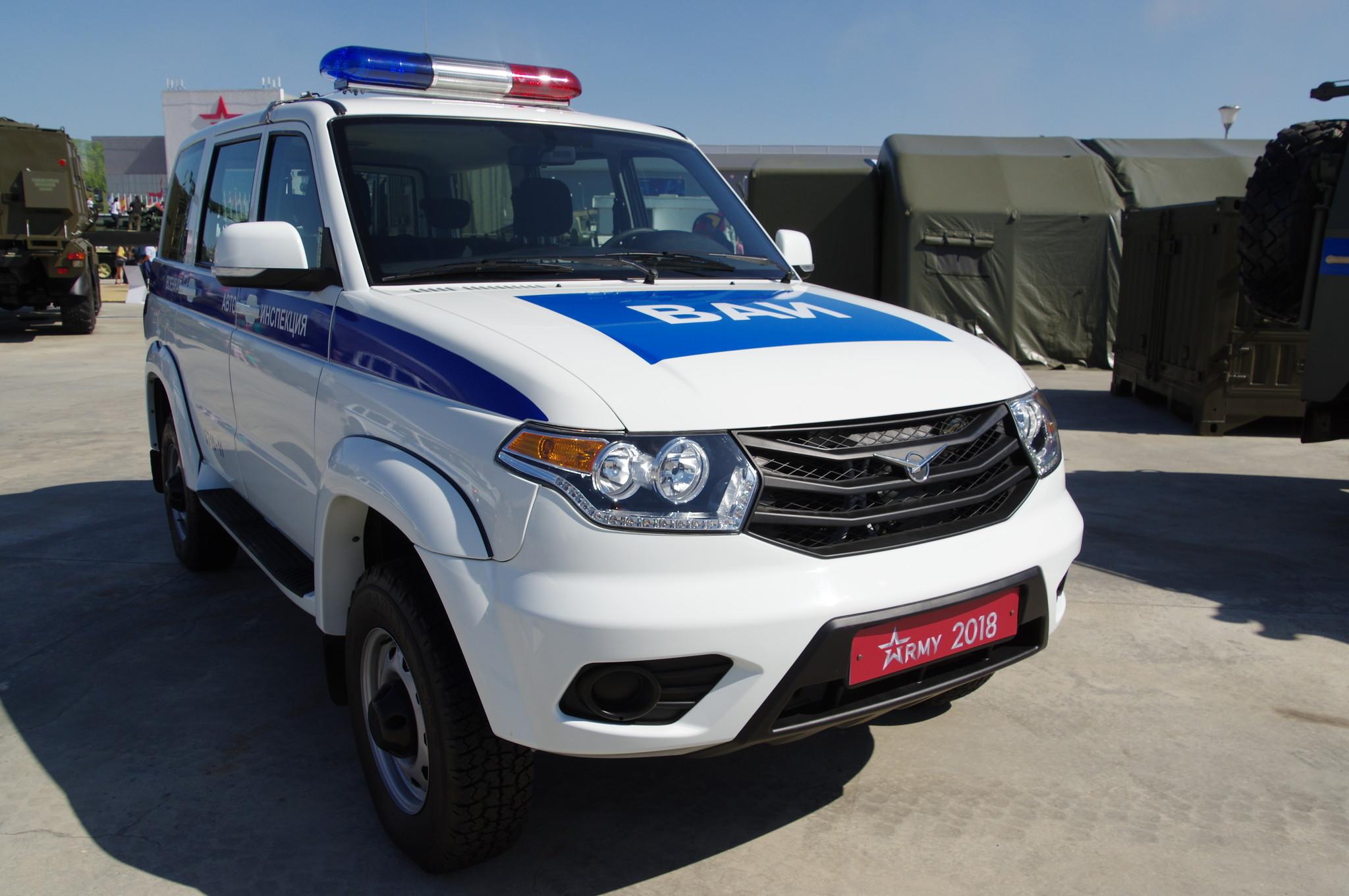 Автомобиль дорожно-патрульной службы военной автомобильной инспекции УАЗ-3163-103-62
