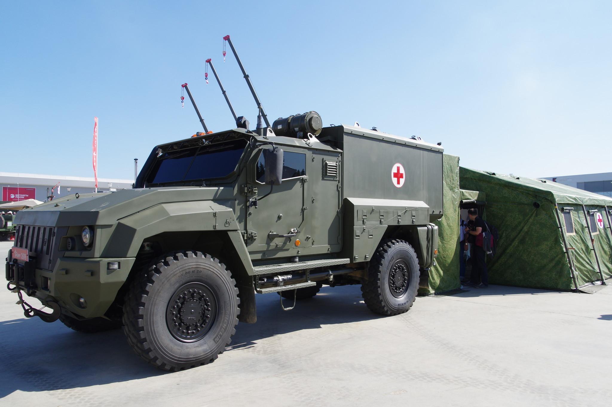 Защищённый санитарный автомобиль тактического звена «Линза» (на шасси автомобиля «Тайфун-К» 4x4)