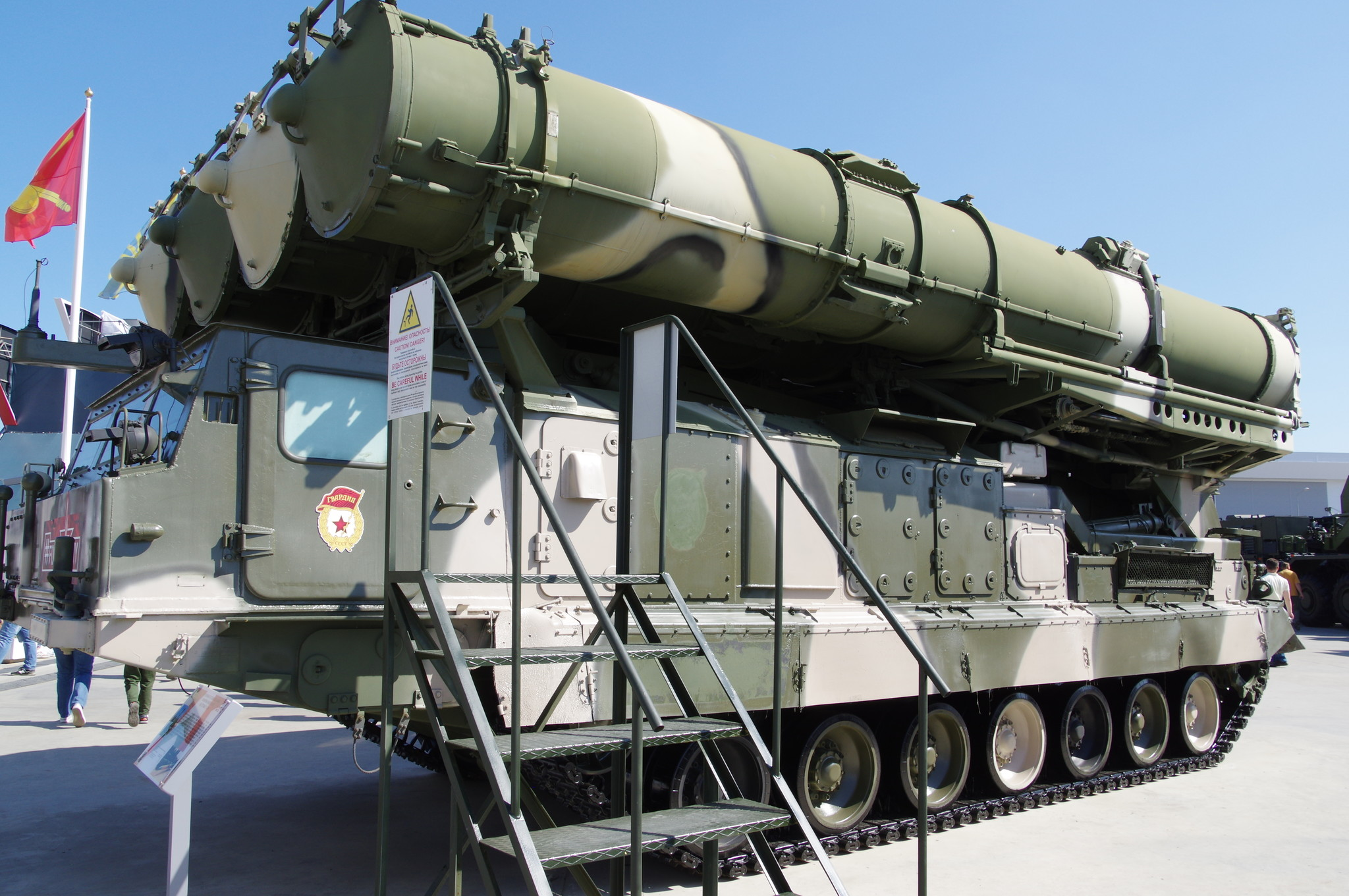 Самоходная пусковая установка 9 А83 из состава зенитно-ракетной системы С-300В