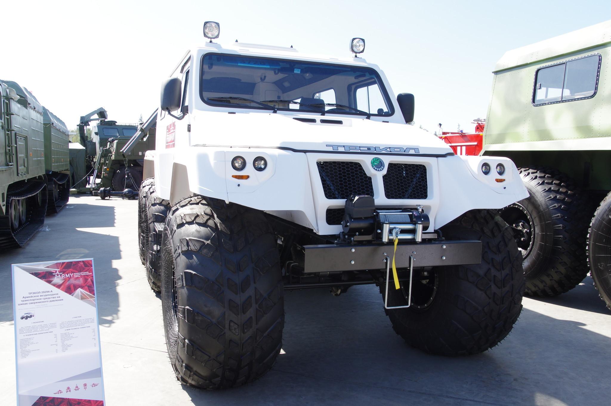 Армейское вездеходное транспортное средство на шинах сверхнизкого давления «ТРЭКОЛ-39294-А»