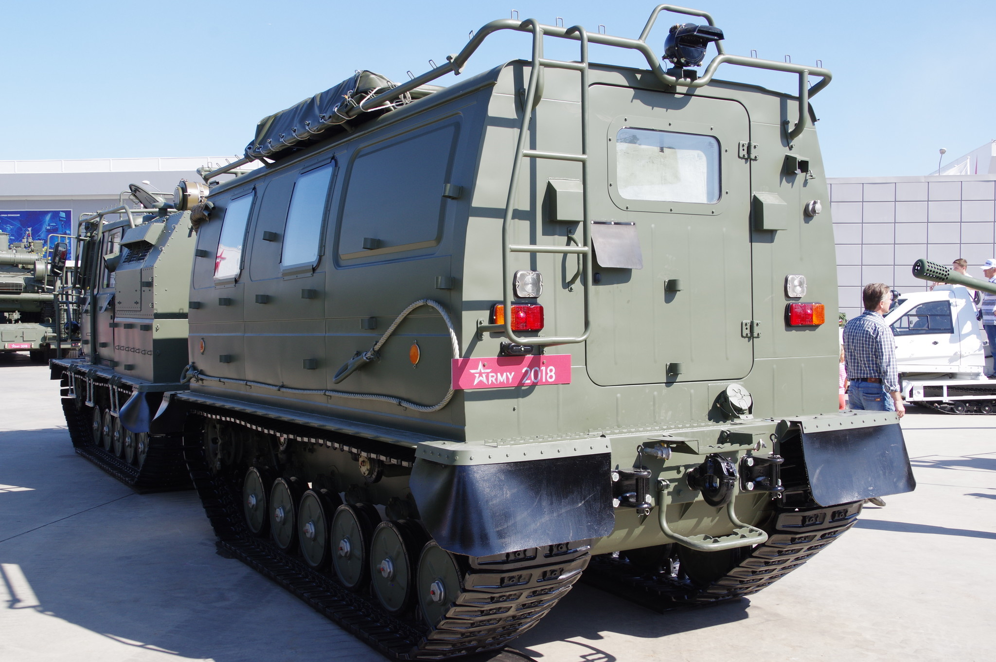 Двухзвенный гусеничный транспортёр-тягач снегоболотоходный плавающий лёгкой категории по массе ГАЗ-3344-20