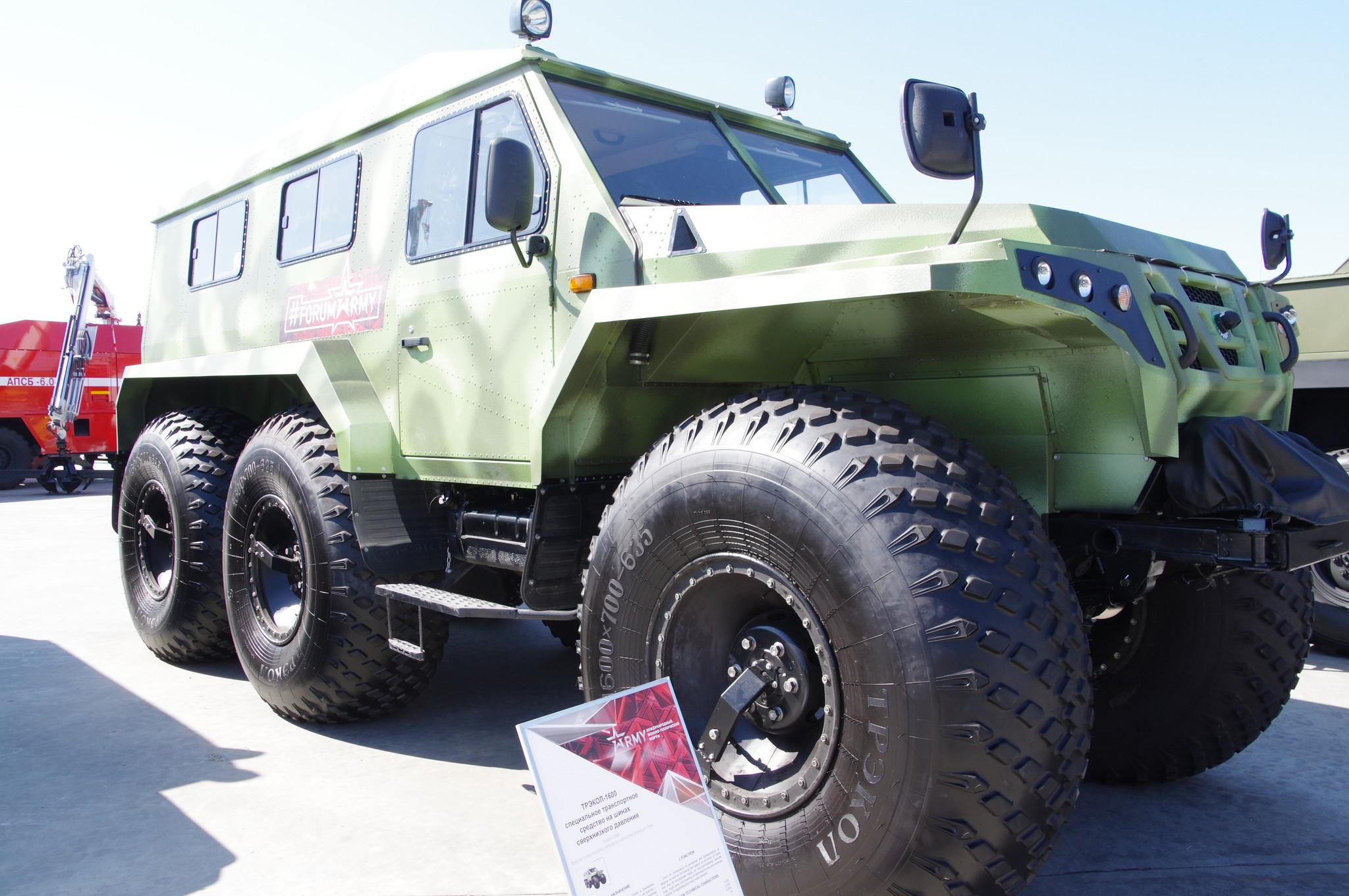Специальное транспортное средство на шинах низкого давления ТРЭКОЛ-1600