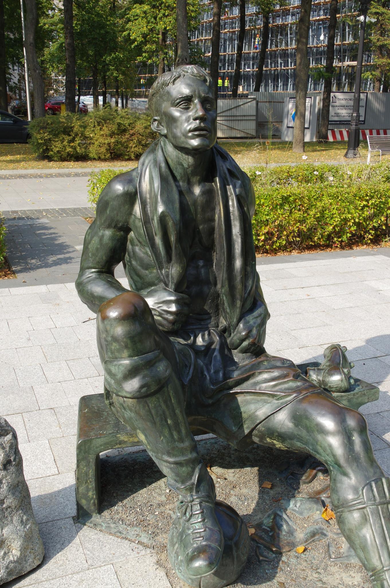 Памятник Николаю Петровичу Старостину на аллее спортивной Славы в Лужниках