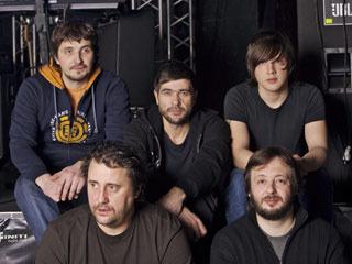 3bc425d3b40 В начале 1999 года устав от бесконечных гастролей группу покинул клавишник  Николай Ростовский.