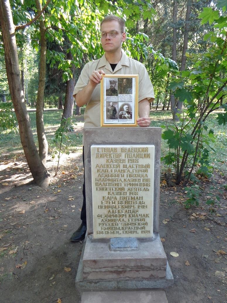 """В """"день города"""" на Братском кладбище провели мероприятие в память жертв """"Красного террора"""" и массовых репрессий. H-22"""