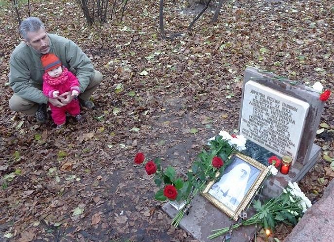 11 ноября на Братском некрополе героев Первой мировой войны открыли восстановленную надгробную плиту на месте погребения сестры милосердия Любови Константиновой. H-355