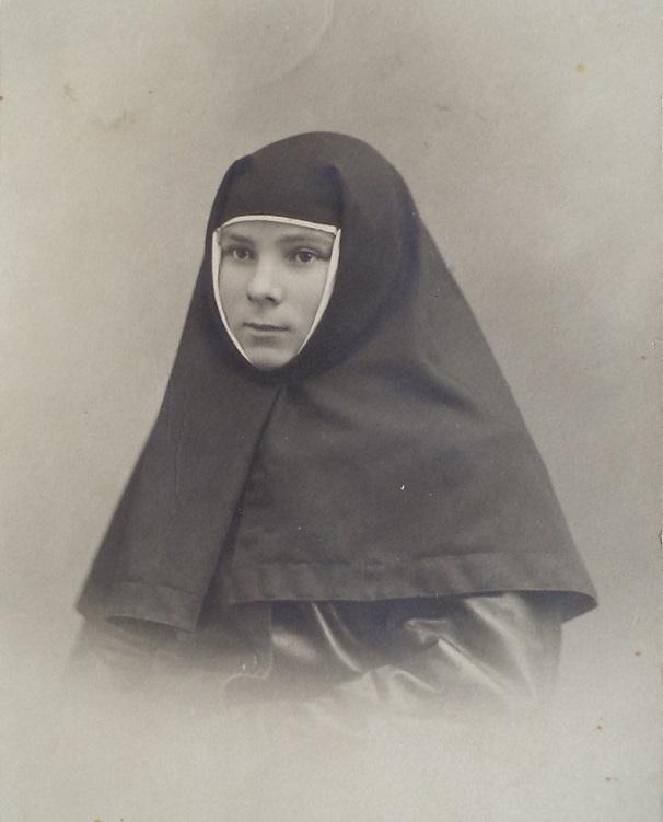 11 ноября на Братском некрополе героев Первой мировой войны открыли восстановленную надгробную плиту на месте погребения сестры милосердия Любови Константиновой. H-380
