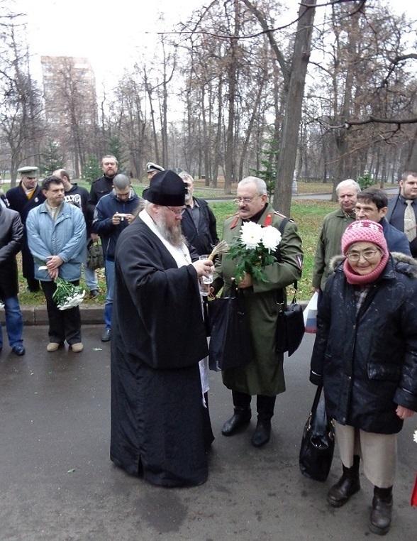 11 ноября на Братском некрополе героев Первой мировой войны открыли восстановленную надгробную плиту на месте погребения сестры милосердия Любови Константиновой. H-391