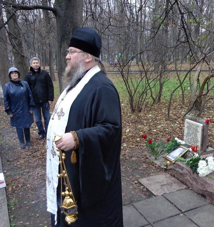 11 ноября на Братском некрополе героев Первой мировой войны открыли восстановленную надгробную плиту на месте погребения сестры милосердия Любови Константиновой. H-395