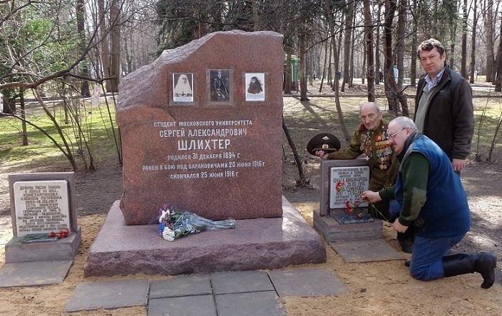На месте погребения сестер милосердия Ольги Шишмаревой и Веры Семеновой на Братском кладбище героев Первой мировой войны 6 мая откроют восстановленную надгробную плиту. H-432