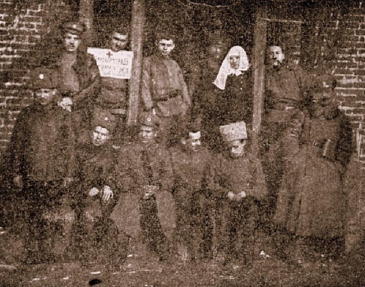 На месте погребения сестер милосердия Ольги Шишмаревой и Веры Семеновой на Братском кладбище героев Первой мировой войны 6 мая откроют восстановленную надгробную плиту. H-434