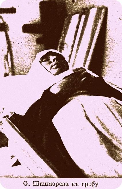 На месте погребения сестер милосердия Ольги Шишмаревой и Веры Семеновой на Братском кладбище героев Первой мировой войны 6 мая откроют восстановленную надгробную плиту. H-437