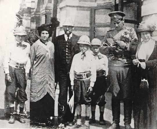 На месте погребения сестер милосердия Ольги Шишмаревой и Веры Семеновой на Братском кладбище героев Первой мировой войны 6 мая откроют восстановленную надгробную плиту. H-444