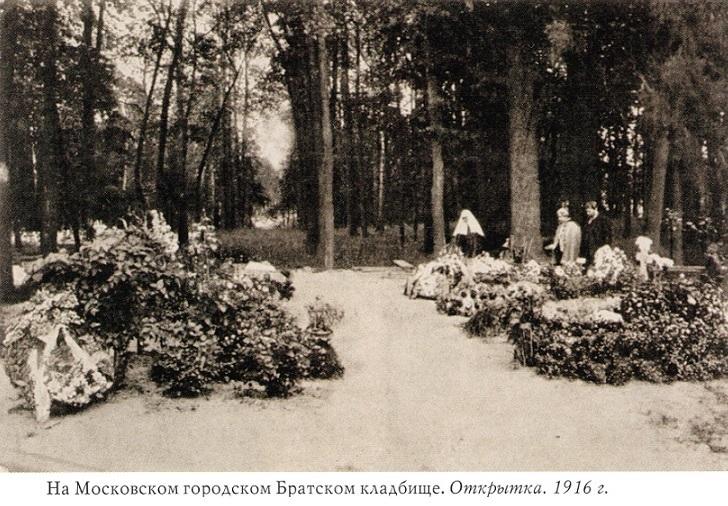 На месте погребения сестер милосердия Ольги Шишмаревой и Веры Семеновой на Братском кладбище героев Первой мировой войны 6 мая откроют восстановленную надгробную плиту. H-461