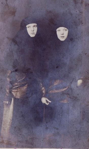 При участии Министерства культуры РФ на Братском кладбище героев войны 1914-1918 годов открыли надгробную плиту Сестрам милосердия Ольге Шишмаревой и Вере Семеновой. H-469