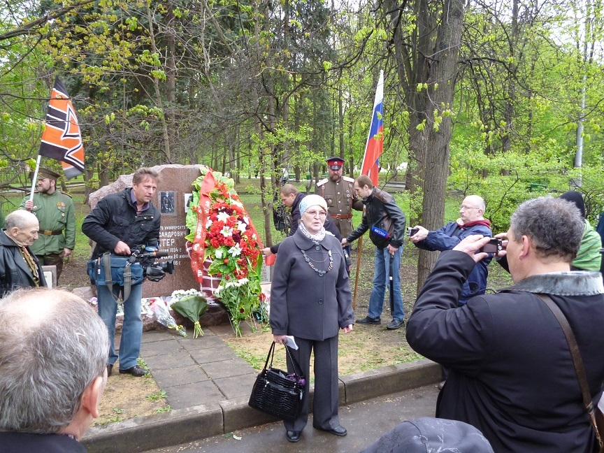 При участии Министерства культуры РФ на Братском кладбище героев войны 1914-1918 годов открыли надгробную плиту Сестрам милосердия Ольге Шишмаревой и Вере Семеновой. H-490