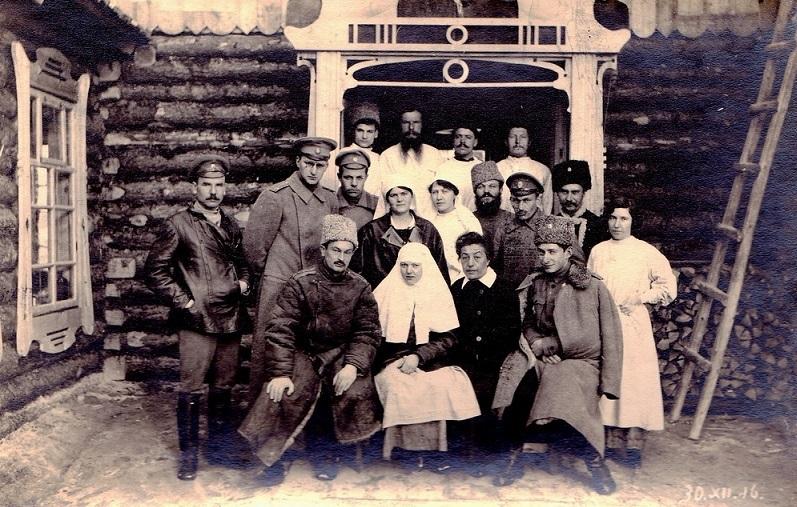 При участии Министерства культуры РФ на Братском кладбище героев войны 1914-1918 годов открыли надгробную плиту Сестрам милосердия Ольге Шишмаревой и Вере Семеновой. H-528
