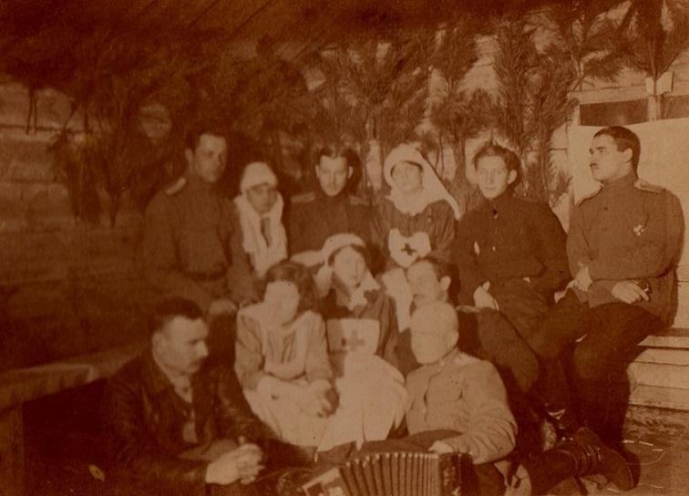 При участии Министерства культуры РФ на Братском кладбище героев войны 1914-1918 годов открыли надгробную плиту Сестрам милосердия Ольге Шишмаревой и Вере Семеновой. H-530