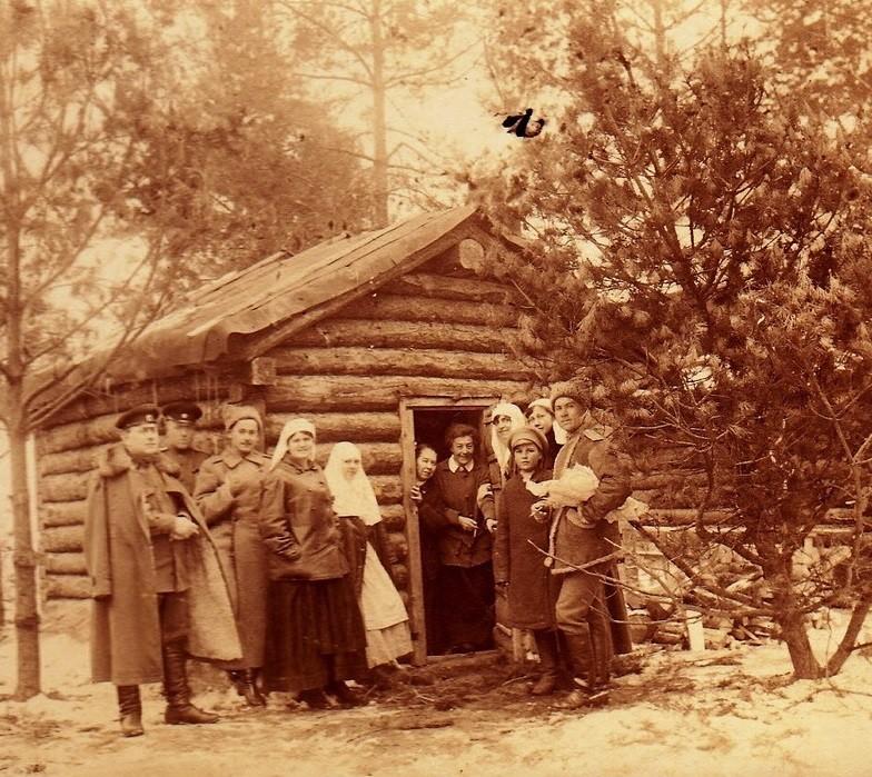 При участии Министерства культуры РФ на Братском кладбище героев войны 1914-1918 годов открыли надгробную плиту Сестрам милосердия Ольге Шишмаревой и Вере Семеновой. H-537