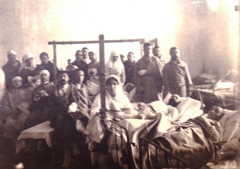 При участии Министерства культуры РФ на Братском кладбище героев войны 1914-1918 годов открыли надгробную плиту Сестрам милосердия Ольге Шишмаревой и Вере Семеновой. H-538
