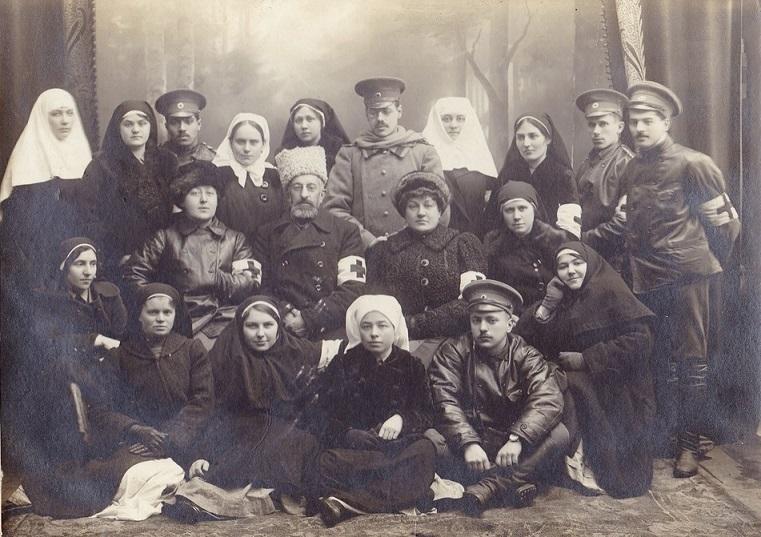 При участии Министерства культуры РФ на Братском кладбище героев войны 1914-1918 годов открыли надгробную плиту Сестрам милосердия Ольге Шишмаревой и Вере Семеновой. H-539