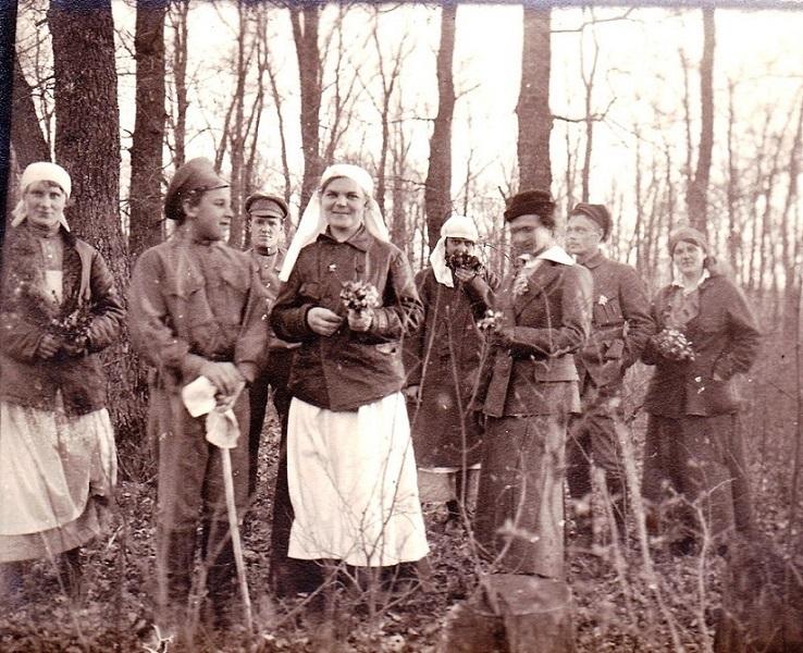 При участии Министерства культуры РФ на Братском кладбище героев войны 1914-1918 годов открыли надгробную плиту Сестрам милосердия Ольге Шишмаревой и Вере Семеновой. H-540