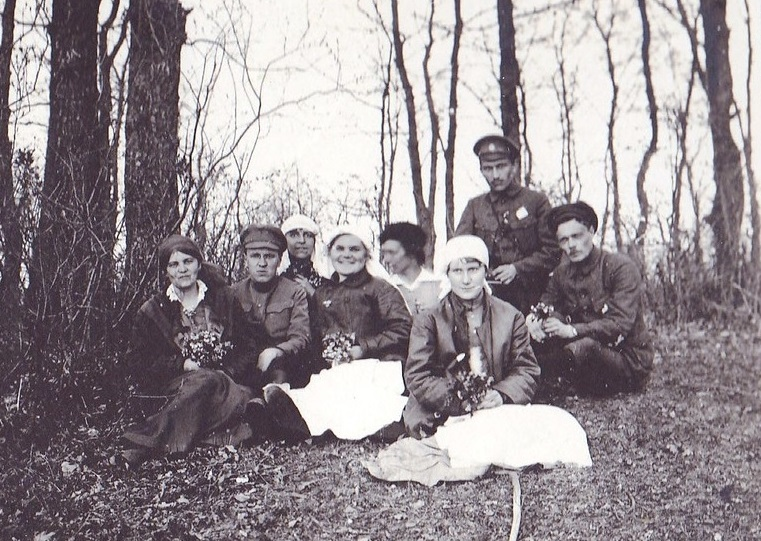 При участии Министерства культуры РФ на Братском кладбище героев войны 1914-1918 годов открыли надгробную плиту Сестрам милосердия Ольге Шишмаревой и Вере Семеновой. H-541