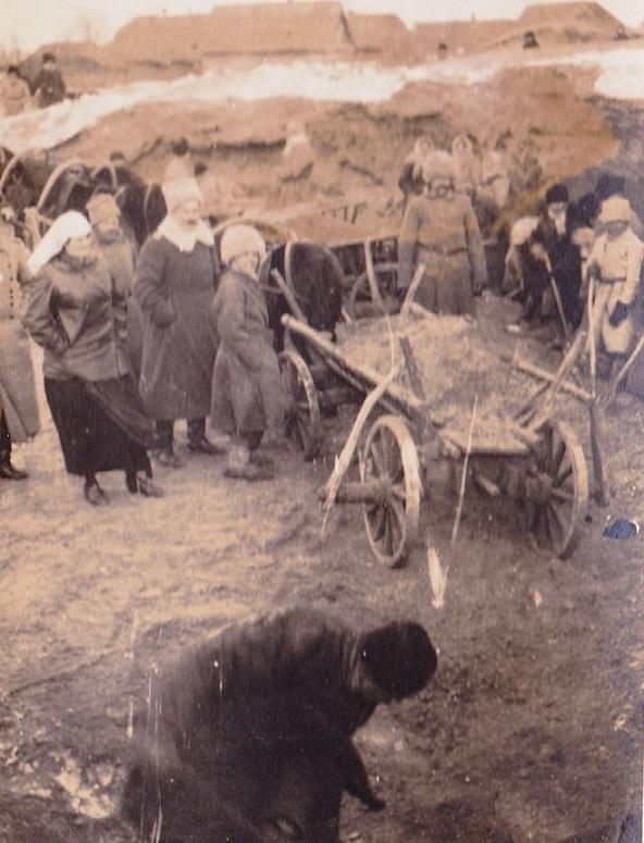 При участии Министерства культуры РФ на Братском кладбище героев войны 1914-1918 годов открыли надгробную плиту Сестрам милосердия Ольге Шишмаревой и Вере Семеновой. H-547