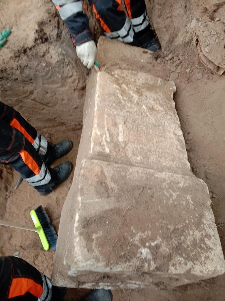 """Чиновники уничтожают старинные могилы в сквере, разбитом на месте Солдатского кладбища """"Арбатец"""". H-572"""